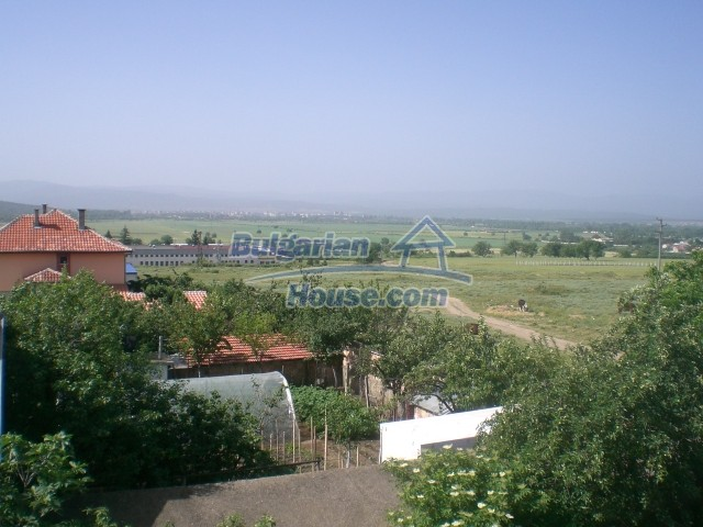 10568:37 - House near Kazanlak in Stara Zagora region,near lake,Aqua park