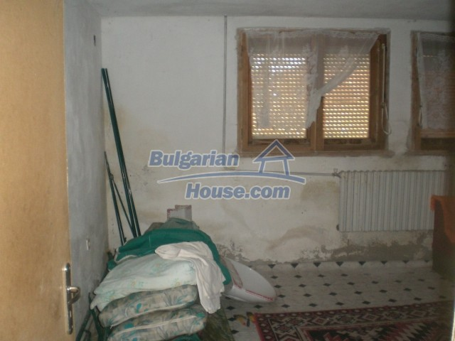 10568:58 - House near Kazanlak in Stara Zagora region,near lake,Aqua park