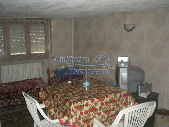 10568:61 - House near Kazanlak in Stara Zagora region,near lake,Aqua park
