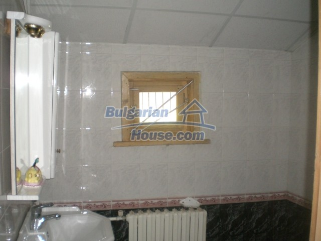 10568:52 - House near Kazanlak in Stara Zagora region,near lake,Aqua park