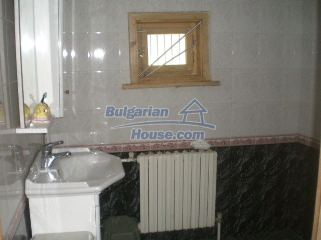 10568:51 - House near Kazanlak in Stara Zagora region,near lake,Aqua park