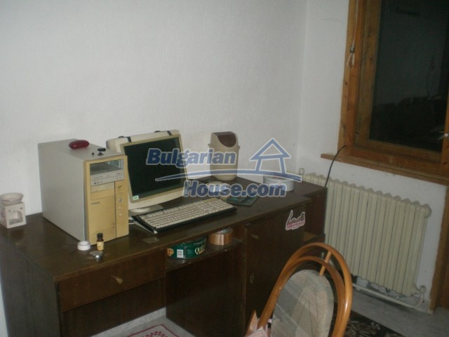 10568:48 - House near Kazanlak in Stara Zagora region,near lake,Aqua park