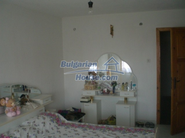 10568:45 - House near Kazanlak in Stara Zagora region,near lake,Aqua park