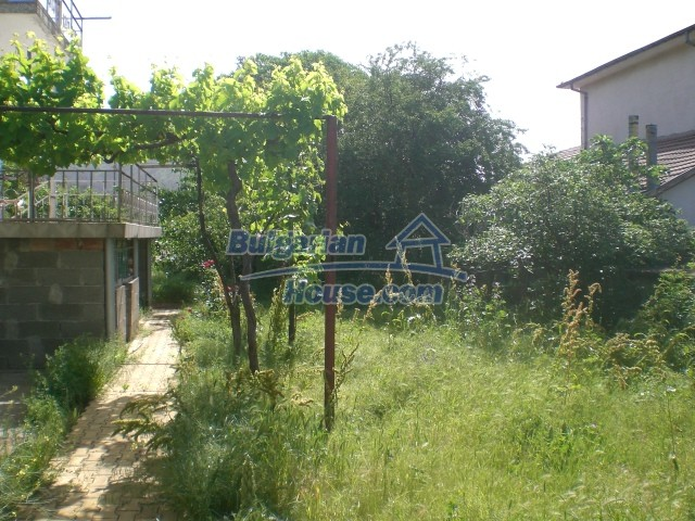 10568:77 - House near Kazanlak in Stara Zagora region,near lake,Aqua park