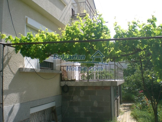 10568:78 - House near Kazanlak in Stara Zagora region,near lake,Aqua park
