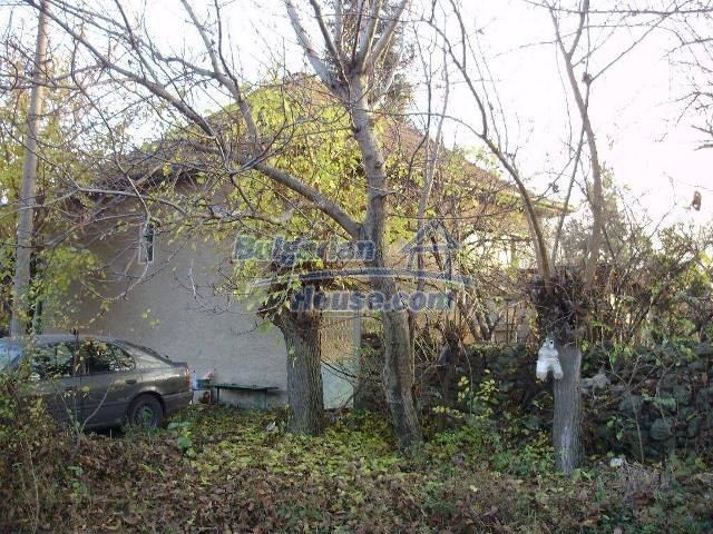 12755:3 - Bulgarian house with garden of 5500 sq.m land 48 km from Vratsa