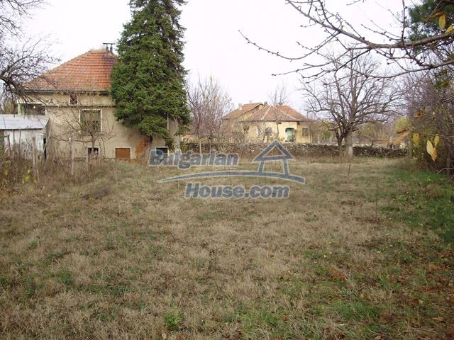 12755:1 - Bulgarian house with garden of 5500 sq.m land 48 km from Vratsa