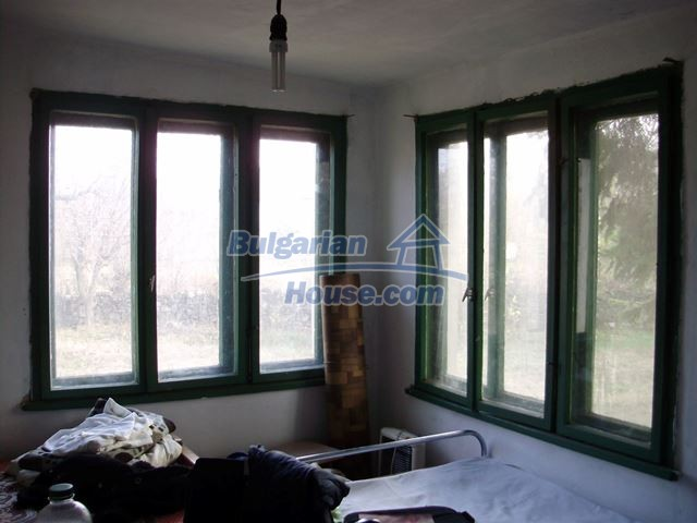 12755:16 - Bulgarian house with garden of 5500 sq.m land 48 km from Vratsa
