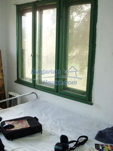 12755:15 - Bulgarian house with garden of 5500 sq.m land 48 km from Vratsa