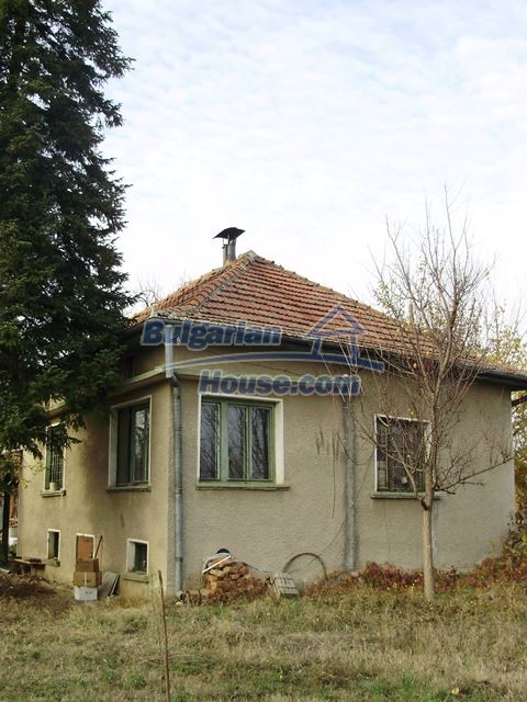 12755:12 - Bulgarian house with garden of 5500 sq.m land 48 km from Vratsa