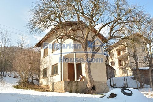 12685:4 - Two houses in one garden 40km from Sofia. BARGAIN OFFER !