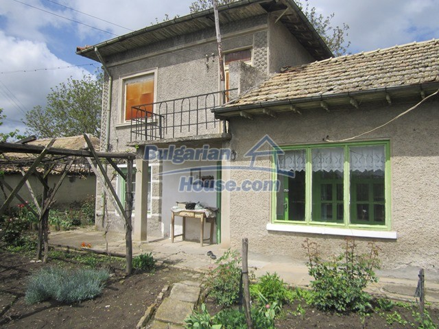 11096:1 - Partly furnished house close to a dam lake in Targovishte region