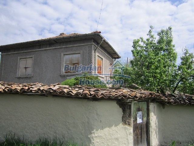 11096:2 - Partly furnished house close to a dam lake in Targovishte region