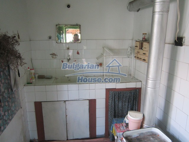 11096:10 - Partly furnished house close to a dam lake in Targovishte region