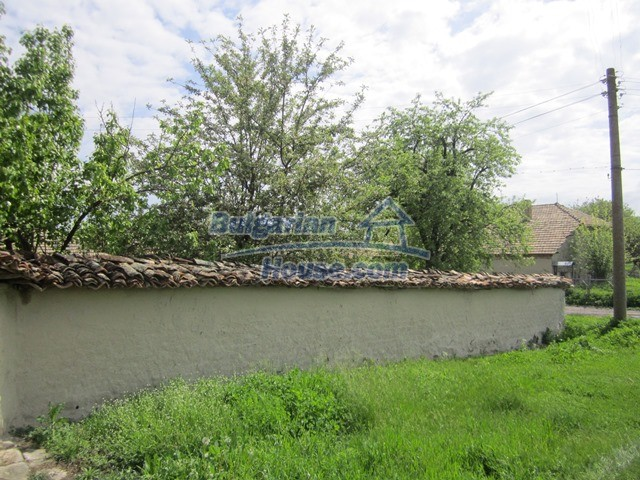 11096:3 - Partly furnished house close to a dam lake in Targovishte region