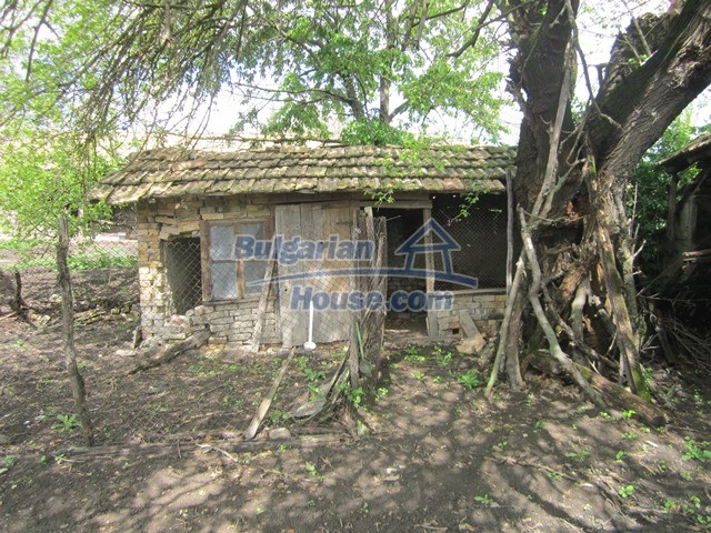 11096:27 - Partly furnished house close to a dam lake in Targovishte region