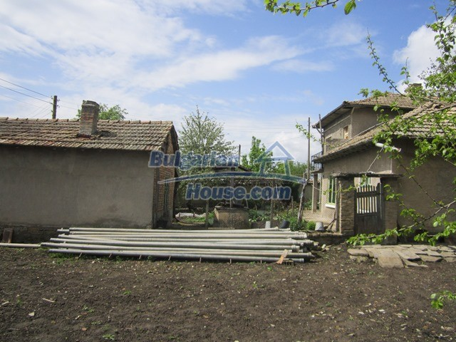 11096:26 - Partly furnished house close to a dam lake in Targovishte region