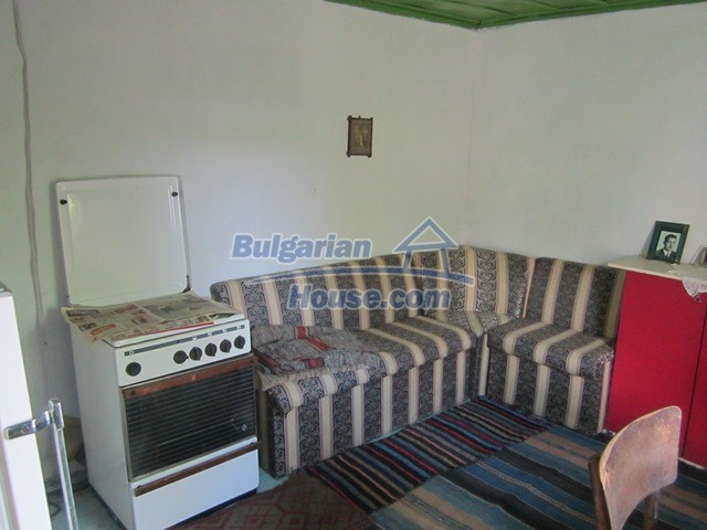 11096:12 - Partly furnished house close to a dam lake in Targovishte region