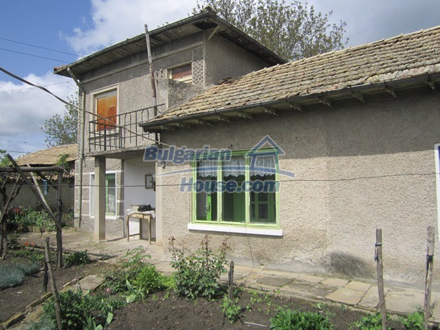 11096:16 - Partly furnished house close to a dam lake in Targovishte region