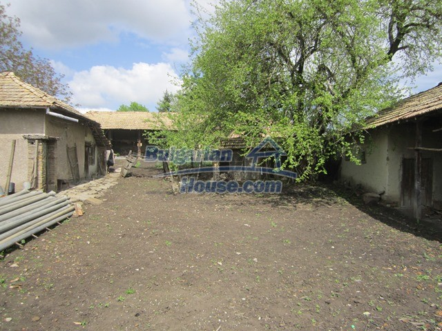 11096:20 - Partly furnished house close to a dam lake in Targovishte region