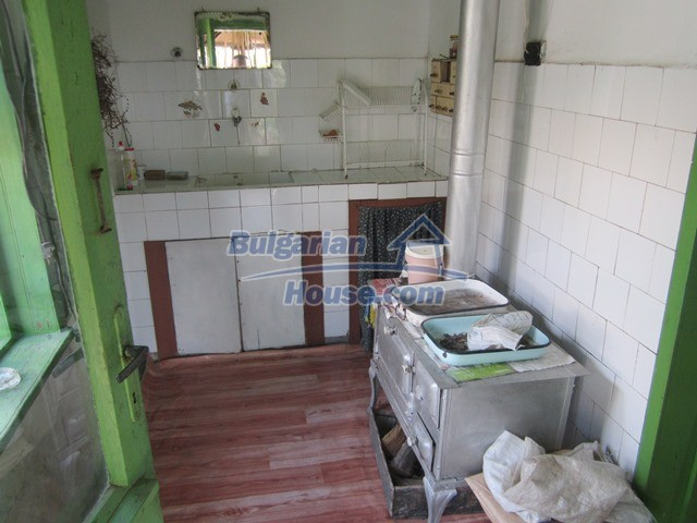11096:11 - Partly furnished house close to a dam lake in Targovishte region