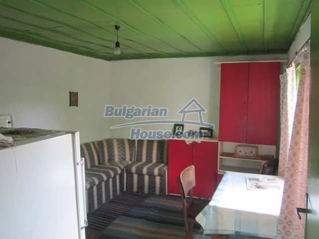 11096:14 - Partly furnished house close to a dam lake in Targovishte region