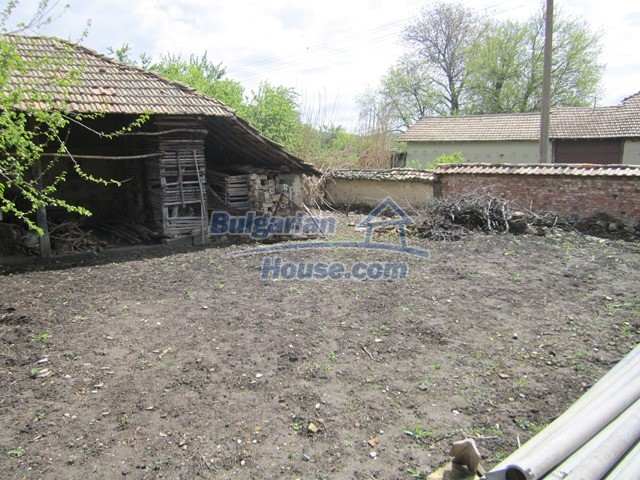11096:18 - Partly furnished house close to a dam lake in Targovishte region