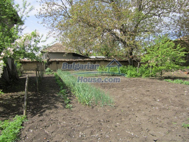 11096:34 - Partly furnished house close to a dam lake in Targovishte region