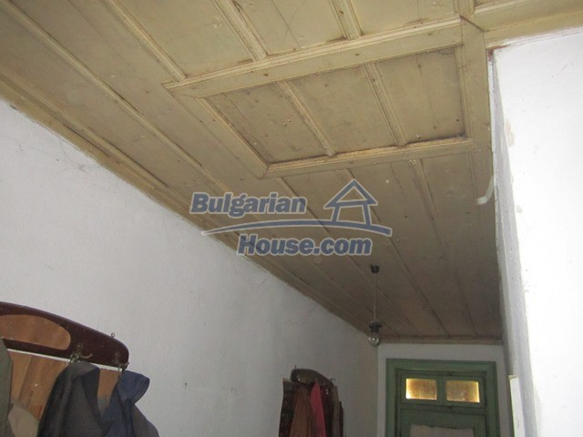 11096:70 - Partly furnished house close to a dam lake in Targovishte region