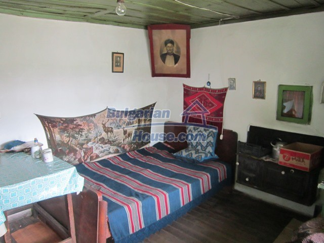 11096:52 - Partly furnished house close to a dam lake in Targovishte region