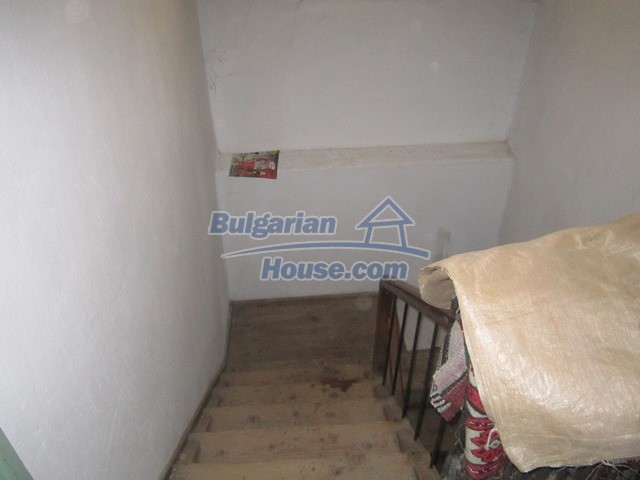 11096:69 - Partly furnished house close to a dam lake in Targovishte region