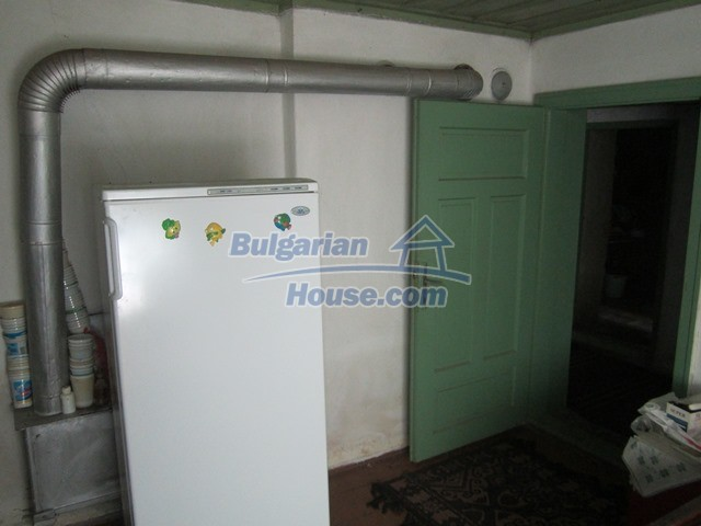 11096:56 - Partly furnished house close to a dam lake in Targovishte region