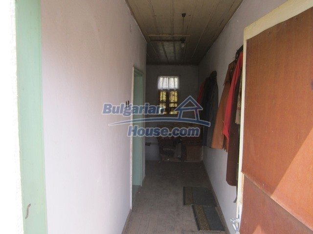 11096:68 - Partly furnished house close to a dam lake in Targovishte region