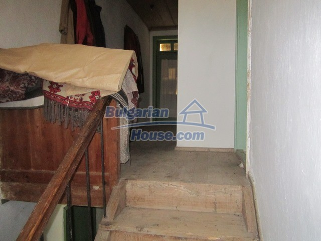 11096:60 - Partly furnished house close to a dam lake in Targovishte region