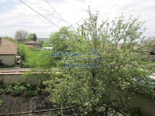 11096:65 - Partly furnished house close to a dam lake in Targovishte region