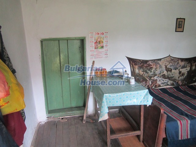 11096:53 - Partly furnished house close to a dam lake in Targovishte region