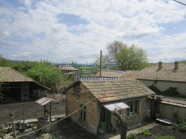 11096:64 - Partly furnished house close to a dam lake in Targovishte region