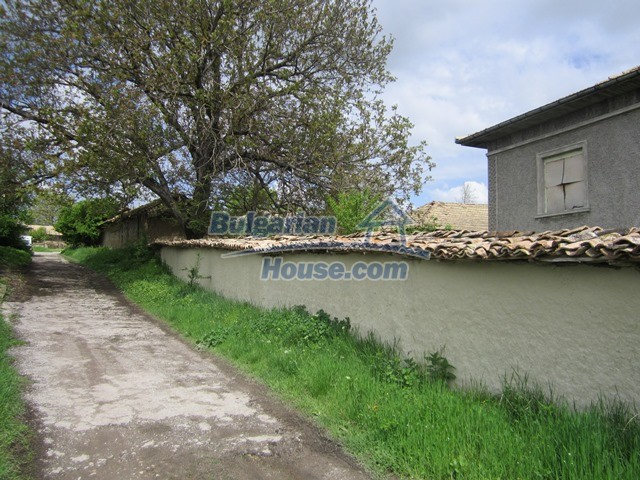 11096:80 - Partly furnished house close to a dam lake in Targovishte region