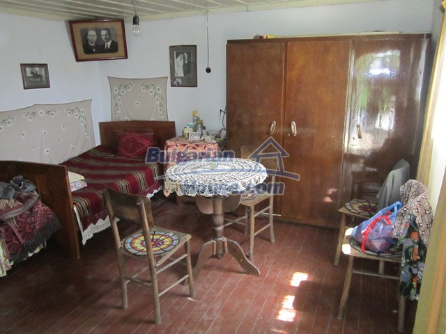 11096:75 - Partly furnished house close to a dam lake in Targovishte region