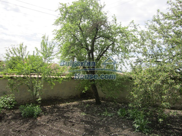 11096:77 - Partly furnished house close to a dam lake in Targovishte region
