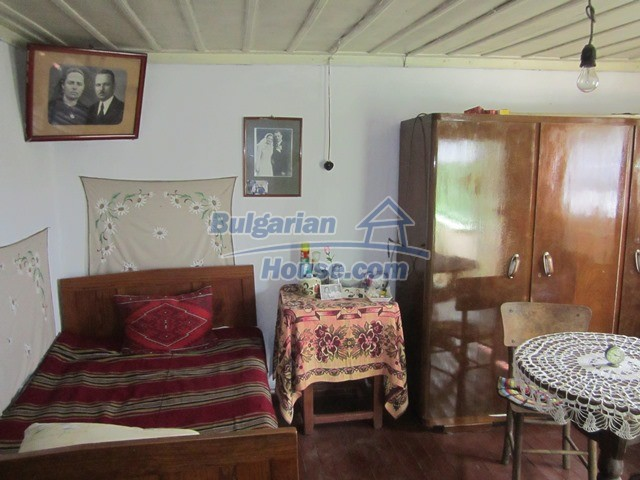 11096:74 - Partly furnished house close to a dam lake in Targovishte region