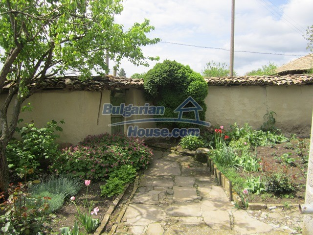 11096:78 - Partly furnished house close to a dam lake in Targovishte region