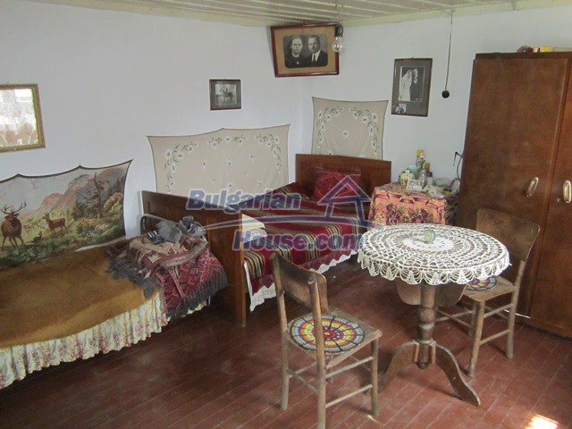 11096:72 - Partly furnished house close to a dam lake in Targovishte region