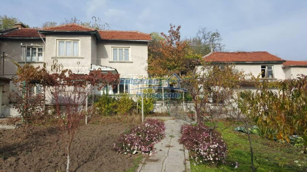 12726:1 - Bulgarian home with 7 outbuildings big garden nice views Plovdiv