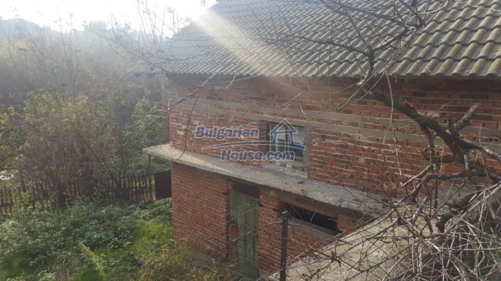 12726:7 - Bulgarian home with 7 outbuildings big garden nice views Plovdiv