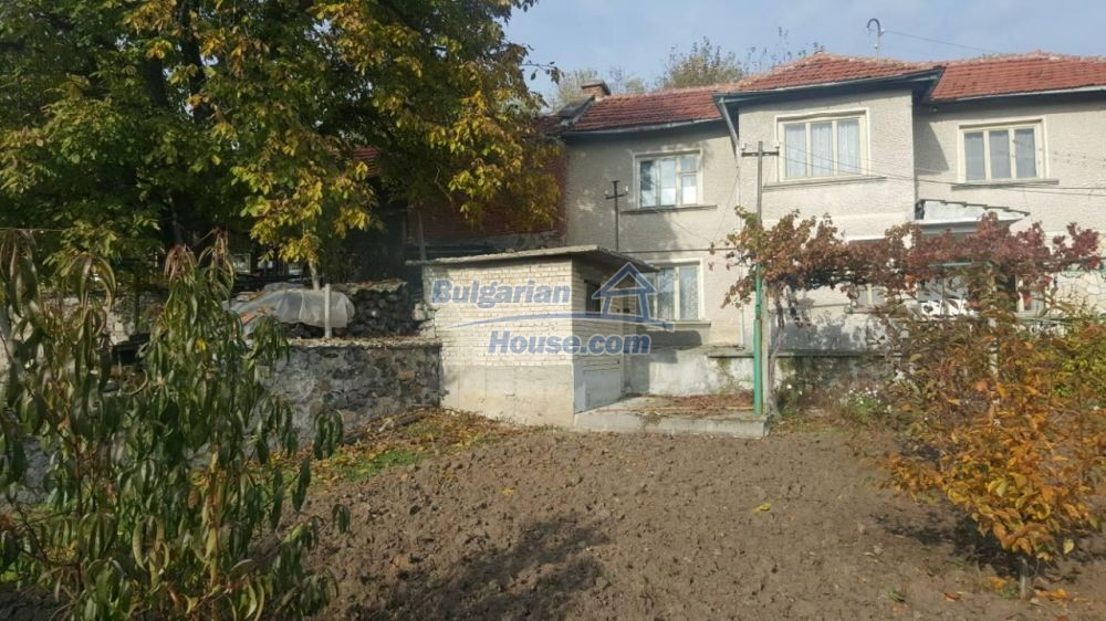 12726:8 - Bulgarian home with 7 outbuildings big garden nice views Plovdiv