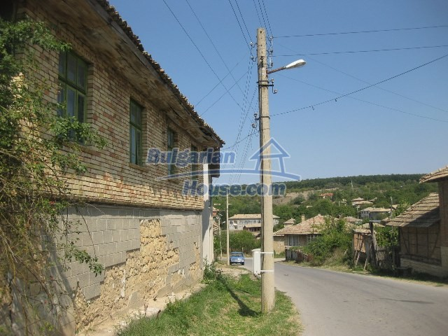 11130:9 - Two cheap properties in an illustrious hilly village near Popovo