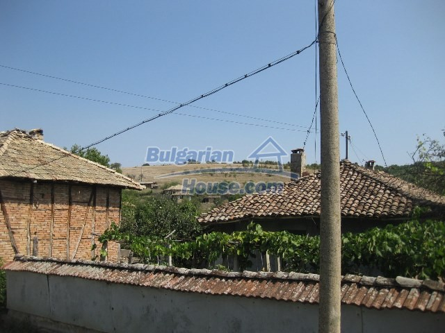 11130:10 - Two cheap properties in an illustrious hilly village near Popovo