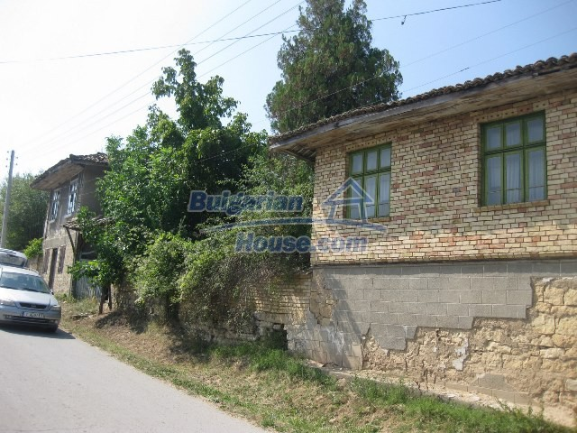 11130:8 - Two cheap properties in an illustrious hilly village near Popovo