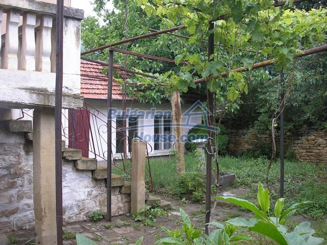 11036:14 - Massive partially furnished rural property in Vratsa region